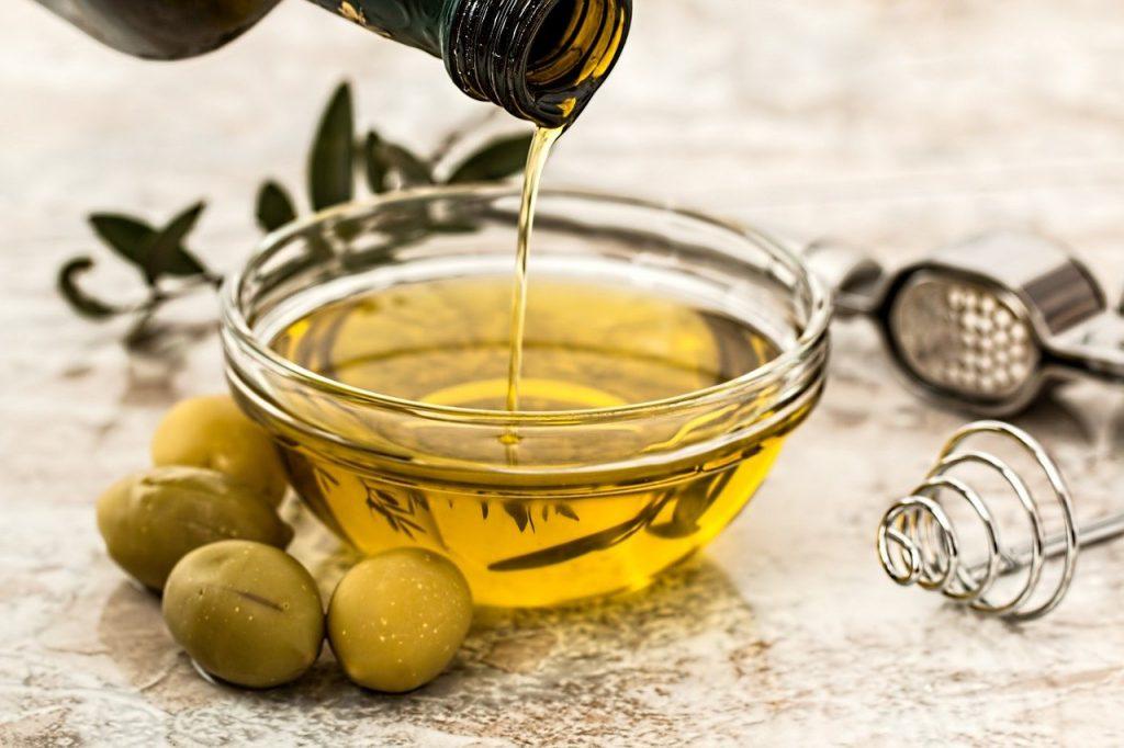 Unser Lebensmittelsortiment reicht über Öle, Saucen und vielen weiteren Produkten.